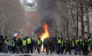 Gilet gialli: poliziotti in Italia, teppisti in Francia