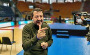 Salvini fa il filo alla Bologna rossa
