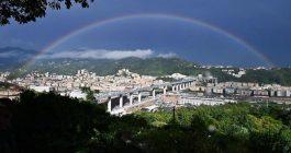 L'arcobaleno su Genova saluta il nuovo ponte