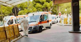 Ambulanze fuori: ospedali al collasso