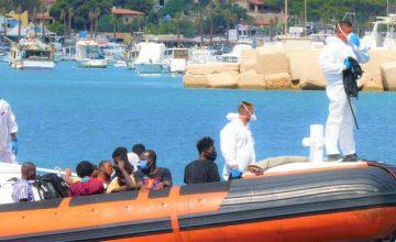 Lampedusa, l'hotspot è affollato